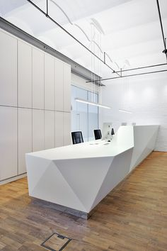 Goldbek Medical – Practice for Plastic & Aesthetic Surgery, Dermatology & Cosmetics - Empfang Spa Reception Area, Dental Reception, Office Reception Design, Reception Counter, Hotel Lobby Design, Waiting Room Design, Gros Morne, Geometric Furniture, Clinic Design