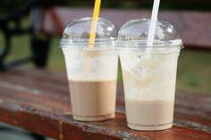Le secret pour un cappucino glacé presque identique à celui du Tim Hortons Tim Hortons, Summer Drinks, Fun Drinks, Beverages, Granola, Smoothies, Italian Ice, Italian Coffee, Chocolates