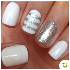 25 Easy Nail Art Designs (Tutorials) for Beginners - 2019 Update Fancy Nails, Love Nails, Trendy Nails, Sparkle Nails, Gold Sparkle, Diy Ongles, Gelish Nails, Striped Nails, Nails With Stripes