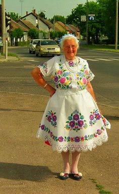 Folklore, Hungary, Harajuku, Stitching, Arts And Crafts, Costumes, Embroidery, Floral, Beautiful