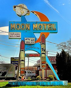 Googie style sign of the Moon Motel.    Retropedia - A look at style and design through time