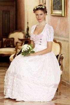 Sehr hübsches Hochzeitsdirndl in ganz zartem Rosa.