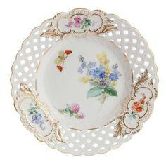 Teller, durchbr., Blume naturalistisch, m.Schmetterling, Sondersignet, Golddekoration, ø 19 cm