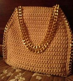 Marvelous Crochet A Shell Stitch Purse Bag Ideas. Wonderful Crochet A Shell Stitch Purse Bag Ideas. Crochet Handbags, Crochet Purses, Crochet Bags, Diy Crochet, Crochet Crafts, Crochet Accessories, Bag Accessories, Sacs Design, Crochet Shell Stitch