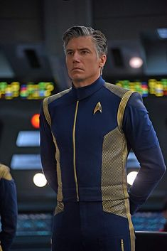 """Join us in discussing the penultimate episode of """"Star Trek: Discovery"""" Season """"Such Sweet Sorrow. Star Trek Kostüm, Star Trek Gifts, Star Trek Crew, Star Trek Books, Star Trek Characters, Star Trek Discovery Captain, Discovery 2017, Uss Discovery, Star Trek Wallpaper"""