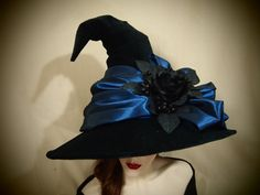 The outer shell of this hat is made from a black velveteen and is adorned with…