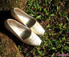 Que tal iluminar o look de hoje com um par Campesí metalizado? Beleza e conforto garantido para seus pés! :) #confortoCampesí