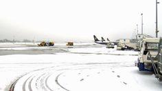Brukselskie lotnisko wstrzymało pracę. Przez śnieg i kryjący się pod nim zdradliwy lód. http://tvnmeteo.tvn24.pl/informacje-pogoda/swiat,27/brukselskie-lotnisko-wstrzymalo-prace-przez-snieg-i-kryjacy-sie-pod-nim-zdradliwy-lod,155982,1,0.html