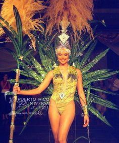 Miss Puerto Rico Universe 2003, Carla Tricoli. Traje típico alusivo a la caña de azúcar. #MissUniverse #NationalCostume #CarlaTricoli #MissPuertoRico #MissUniverse2003