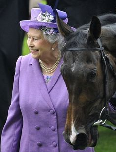Queen Elizabeth smiles as she stands with her horse Estimate after it won The Gold Cup during ladies day at the Royal Ascot horse racing festival at Royal Ascot on June Die Queen, Hm The Queen, Her Majesty The Queen, Save The Queen, Queen Hat, Queen Crown, Cousins, Queen Elizabeth, Royals