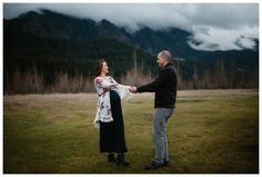 Maternity photos at Government Cove in the Columbia River Gorge by Katy Weaver