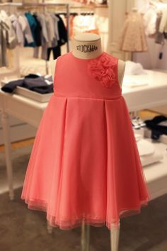 When it comes to style, your little darling is sure to look fabulous in fuchsia… Dior, Mini Harrods. Dresses Kids Girl, Cute Dresses, Flower Girl Dresses, Outfits Niños, Kids Outfits, Little Girl Fashion, Kids Fashion, Dior Kids, Moda Kids