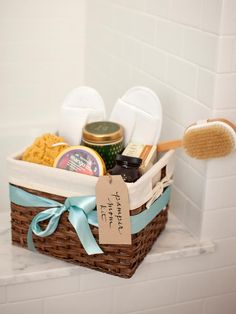 DIY Baby Shower Gifts: Pamper Mom Kit >> http://www.diynetwork.com/decorating/6-perfect-baby-shower-gift-kits-you-can-make/pictures/index.html?soc=pinterest