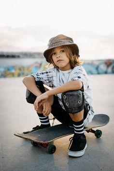 Portrait of smiling skater kid por Sergio Marcos - Stocksy United Little Boy Photography, Kids Photography Boys, Kids Fashion Photography, Boy Photography Poses, Skateboard Boy, Skateboard Photos, Skateboard Fashion, Outfits Niños, Kids Outfits