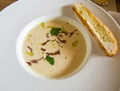 Taivaallinen maa-artisokkakeitto - TS Ruoka Cheeseburger Chowder, Hummus, Soup Recipes, Food And Drink, Vegan, Dinner, Cooking, Ethnic Recipes, Soups