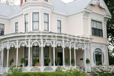 http://gb.fotolibra.com/images/previews/779050-alabama-troy-college-street-historic-home-victorian-style-architecture-porch.jpeg More
