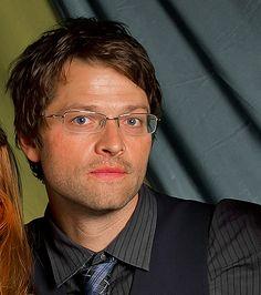 Misha Collins w glasses! Sexy!