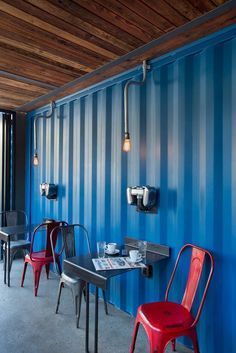 Three Unique Projects Making The Most Of Shipping Containers Container Coffee Shop, Container Office, Container House Design, Container Homes, Cafe Interior Design, Cafe Design, Interior Walls, Modern Interior, Container Architecture