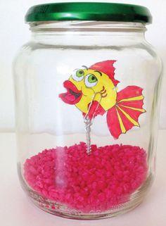 Materialen om te knutselen: Papier of kleurplaat Stiften Schaar Lijm Paperclip Schroef IJzerdraad Pot Gekleurde decoratiesteentjes  Lekker knutselen: Teken en kleur een vis. Je kan …