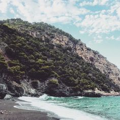 Hiking to hidden beaches in Spain #cataluña #mediterranean #begur