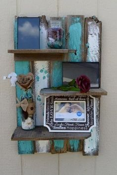 Pallet Shelves Projects Easy Rustic Pallet Display Shelf - 22 Genius DIY Home Decor Projects You Will Fall in Love with! - We are here with 22 DIY home decor projects Pallet Display, Pallet Wall Shelves, Wall Shelf Decor, Wooden Shelves, Floating Shelves, Table Shelves, Pallet Picture Display, House Shelves, Bookshelf Ideas