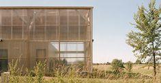 Il kit di autocostruzione per realizzare una casa di campagna ecosostenibile con involucro in legno e soluzioni passive per il comfort climatico.