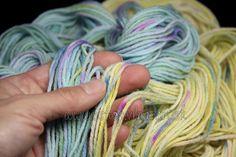 vlna merino BIO - MINI PEPITO tyrkys - Hand Dyed Yarn - Fingering - ručne farbená vlna na pletenie Hand Dyed Yarn, Yarns, Finger, Hair Styles, Mini, Hair Plait Styles, Fingers, Hair Makeup, Hairdos