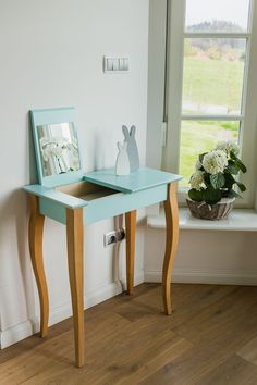 Coffee & End Tables Blue Dressing Tables, Dressing Table Modern, Vintage Dressing Tables, Dressing Table Design, Dressing Table Mirror, Table Furniture, Home Furniture, Furniture Design, Painted Furniture