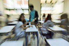 14 χρόνια υποχρεωτική εκπαίδευση και όχι διετές Λύκειο-ελίτ   Συντάκτης: Θέμης Κοτσιφάκης  Έχει ανάψει για τα καλά η συζήτηση για τα προβλήματα του εκπαιδευτικού μας συστήματος το τελευταίο διάστημα. Οι παρεμβάσεις στο πρόγραμμα σε Δημοτικό Γυμνάσιο και ΕΠΑΛ αρκετές από τις οποίες προήλθαν από τις συλλογικά διαπιστωμένες απόψεις του εκπαιδευτικού κινήματος αλλά και οι ίδιες οι διαδικασίες διαλόγου για τη παιδεία με τις προτάσεις για τις αναγκαίες εκπαιδευτικές μεταρρυθμίσεις έδωσαν και…