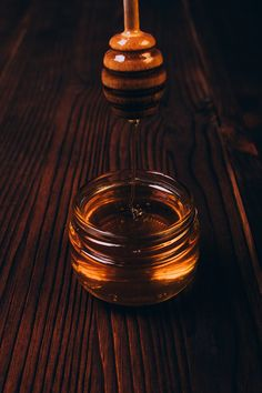 honey - home remedies for a strep throat Strep Throat Remedies, Cough Remedies, Herbal Remedies, Home Remedies, Sore Throat, Healing Herbs, Natural Cures, Herbalism