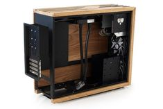 Oakbox Mk 1 - A computer case with an oax exterior. This is a somewhat different kind of proj - Gaming Pc Build, Pc Gaming Setup, Computer Build, Gaming Pcs, Pc Setup, Wood Computer Case, Custom Computer Case, Computer Desk Setup, Pc Desk
