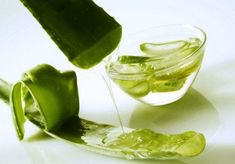 How To Use Aloe Vera For Hair? Aloe vera for hair treatment is one of the best ways to mositurize and care at the same time. Here are some ways that you can use aloe vera for hair. Aloe Vera Gel, Aloe Vera For Skin, Aloe Vera Skin Care, Gel Aloe, Aloe Vera Face Mask, Aloe Face, Aloe Vera Barbadensis Miller, Aloe Vera Maske, Aloe Vera Hair Growth