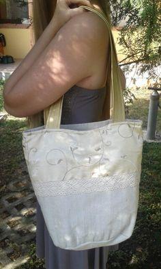 Arany-csipke-vászon-selyem kombinácio. Légies nyári táska Burlap, Reusable Tote Bags, Purses, Handbags, Hessian Fabric, Wallets, Purses And Handbags, Wallet, Bags