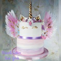 maina tuhje morning sa kuch nai bola tu hi kuch bhi bol rahai ha n ja rahi hai Creative Birthday Cakes, Birthday Cake Girls, Unicorn Birthday Parties, Unicorn Party, Birthday Treats, Beautiful Cakes, Amazing Cakes, Unicorn Foods, Unicorn Cakes