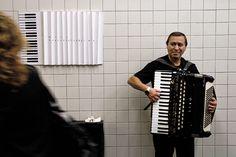 https://www.behance.net/gallery/7979239/Accordionist  - Mitu Busoic - rozswietlal muzyka moje poranki w drodze do pracy :):)
