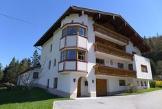 Hall In Tirol, Mansions, House Styles, Home Decor, Patio, Gable Roof, Small Study Rooms, Building Code, Wood Slats