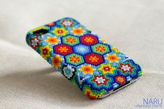 Caso de Huichol iphone - iphone caso Huichol - hecho a mano - arte - Smartphone Diy Crafts Jewelry, Bead Crafts, Crafts To Make And Sell, How To Make Beads, Rhinestone Crafts, Beading For Kids, Beaded Moccasins, Mexican Designs, Mexican Art