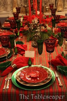 The epitome of a beautiful Christmas tablescape! Christmas Eve Dinner, Tartan Christmas, Christmas China, Christmas Dishes, All Things Christmas, Christmas Home, Christmas Holidays, Modern Christmas, Winter Holiday
