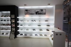 Diseño de una zapatería con líneas limpias y depuradas