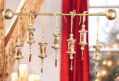 Nostalgisch dekorierte Holzspulen