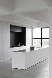 strakke witte keuken - witte vloer