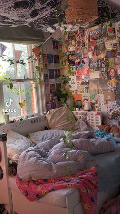 Indie Bedroom, Indie Room Decor, Cute Bedroom Decor, Room Design Bedroom, Room Ideas Bedroom, Chambre Indie, Chill Room, Retro Room, Grunge Room