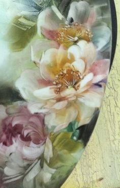Suppawan from Bangkok, Thailand is a super artist. I've had her in class and she could outpaint me! Fall Wallpaper, Flower Wallpaper, Art Floral, Porcelain Ceramics, Painted Porcelain, China Art, China Painting, Fractal Art, Flower Art