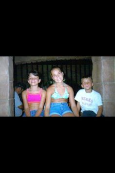 Jessie James Decker  ~tbt with sister Sydney and brother John