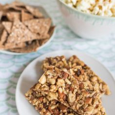 Recipe for nut bars without sugar with dates and grated apple as a small snack in between for a suga Hcg Diet Recipes, Nut Bar, Low Fat Diets, Healthy Vegetables, Healthy Food, Recipe Please, Good Food, Food And Drink, Treats