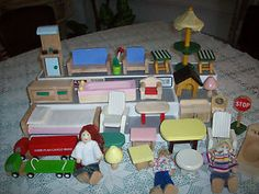 Melissa and Doug Dollhouse People   ... -Pieces-Of-Wooden-Handcrafted-Dollhouse-Furniture-People-Melissa-Doug