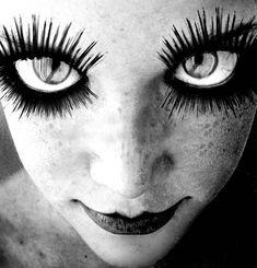 """Just a little bit freaky…"" KB Bazar Bizarre, Black N White Images, Black And White, Crazy Eyes, Big Eyes, Night Circus, Photo B, Eye Art, Weird And Wonderful"