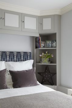 If you're looking to find clever small space storage and maximise the interiors of amazing small spaces, don't lift a paint brush before you've read these tips Corner Storage, Small Space Storage, Built In Storage, Home Management, Home Bedroom, Bedrooms, Office Interior Design, Small Spaces, Bookcase