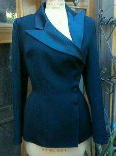 Couture Mode, Couture Fashion, Mode Mantel, Vintage Mode, Vintage Style, Couture Jackets, Tailored Jacket, Blazer Jacket, Jackets For Women