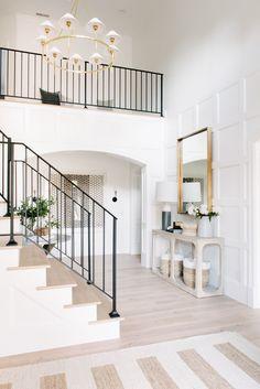 How to make your Home Interior Decorating successful? Home Luxury, Foyer Decorating, Decorating Ideas, Decor Ideas, Design Case, Design Design, Cheap Home Decor, Home Decor Accessories, Decor Interior Design